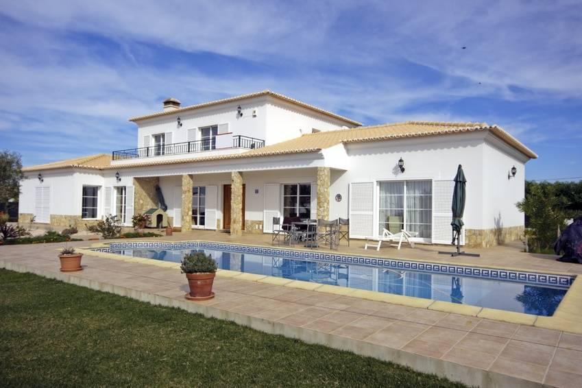 Une maison louer avec piscine et jardin plan de cuques agences immobi - Louer une partie de sa maison ...